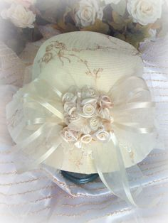 Image 0 of Victorian Ivory Gold Hat Tea Hats, Tea Party Hats, Tea Parties, Gold Hats, Victorian Hats, Fancy Hats, Kentucky Derby Hats, Hat Shop, Love Hat