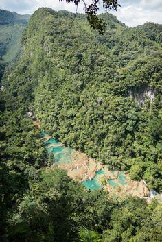 Découvrir le Guatemala par région (Detour Local) -> Semuc Champey et ses nombreuses piscines naturelles www.detourlocal.com/que-faire-guatemala/