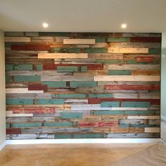 Our Portfolio Reclaimed wood wall. Diy Pallet Wall, Pallet Walls, Pallet House, Diy Pallet Projects, Painted Wood Walls, Wall Wood, Flur Design, Pallet Painting, Plank Walls