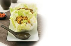 San Choy Bow Recipe is minced meat and diced vegetables presented in a lettuce cup. A nice party starter, find out how you can make San Choy Bow (or lettuce cups) Healthy Cooking, Healthy Recipes, Healthy Meals, Soup Recipes, Cooking Recipes, Recipies, Mince Dishes, Asian Recipes, Ethnic Recipes
