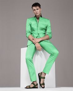British modelEdward Wildingfronts the Spring/Summer 2014 lookbook forVersace Collection, combiningformal styling and fashion appeal.