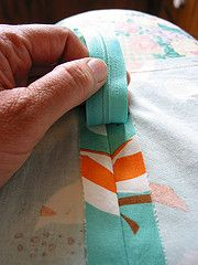 Wow...the easiest zipper tutorial I think I've ever seen.