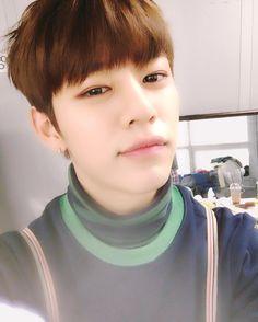 """""""잠시후 인기가요 본.방.사.수!!!!! 좀있다보자잉 ㅎㅎ"""" Daehyun"""