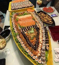 """Talvez você já esteja até habituado ao conceito de """"barca de sushi""""."""