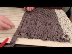 YouTube Arts And Crafts For Adults, Weaving Projects, Felt Fabric, Diy Toys, Rug Making, Handmade Crafts, Diy Tutorial, Tutorial Pochette, Rugs