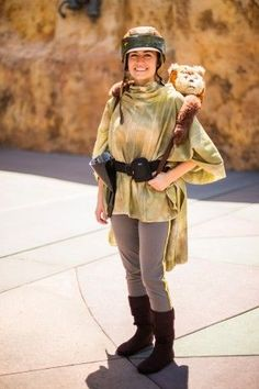 Now we all know that's supposed to be Princess Leia in the closest thing she'll have for camo. Still, it's a pretty creative Endor costume.
