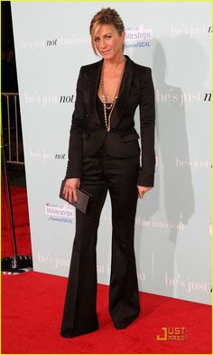 Jennifer Aniston media gallery on Coolspotters. See photos, videos, and links of Jennifer Aniston. Jennifer Aniston Style, Jenifer Aniston, Looks Rihanna, Looks Style, My Style, Simple Style, Fashion Vestidos, Lady, Hollywood