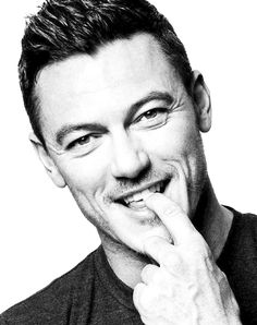 PSICOMANA - … || ♥ LUKE EVANS ♥ || … By Fang Xinglong