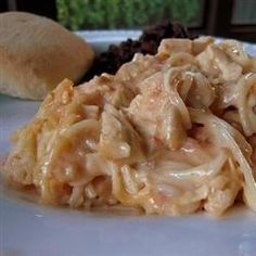 Rotel Chicken Spaghetti no bake pineapple cheesecake // via my baking The best comfort food is shared food. Pasta Recipes, Chicken Recipes, Dinner Recipes, Cooking Recipes, Dinner Ideas, Macaroni Recipes, Chicken Meals, Easy Cooking, Cooking Ideas