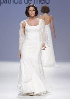 Um orgulho para a moda portuguesa: Joana Montez e Patrícia de Melo deslumbraram a assistência da Gaudí Noivas com a delicadeza e a qualidade artesanal da sua colecção de vestidos de noiva 2013. - Clique para conhecer a colecção completa