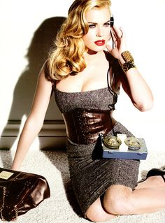 I love this bebe editorial, such an old hollywood glam look made current #Bebe dress  Brown Dress