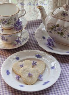 Aiken House & Gardens: A Friendship Tea (Sadler, Serendipity pattern)