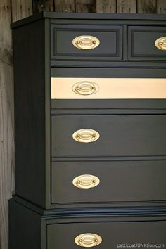Metallic Gold Stripe Adds Drama To Bedroom Furniture Painted furniture project with before and after photos. Add A Metallic Gold Stripe to painted furniture. The effect is stunning. I used Beyond paint in Licorice. Furniture Fix, Chalk Paint Furniture, Refurbished Furniture, Metal Furniture, Repurposed Furniture, Furniture Projects, Furniture Making, Furniture Makeover, Modern Furniture