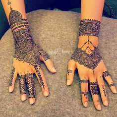 Pin for Later: Diese 26 Henna-Motive sind die perfekte Alternative zu permanenten Tattoos       Bridal Henna time ماشاءلله  A video posted by ※The Queen's Henna (@girly__henna) on Sep 29, 2015 at 11:45pm PDT
