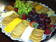 Cheese and cracker tray- 35 servings- May be a bit to much but a good look! Party Trays, Party Snacks, Appetizers For Party, Appetizer Recipes, Food Platters, Cheese Platters, Cheese Table, Brunch, Antipasto
