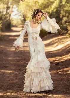 Spanish style – Mediterranean Home Decor Spanish Costume, Spanish Dress, Spanish Style Weddings, Spanish Wedding, Bridal Dresses, Wedding Gowns, Prom Dresses, Flamenco Wedding, Flamenco Costume