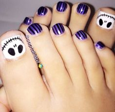 Skeleton toe nails, would be perfect for Halloween!
