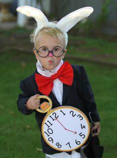 easy Halloween Costume - Alice in Wonderland White Rabbit Costume Costume Halloween, Diy Halloween Costumes For Kids, Rabbit Halloween, Bunny Costume, Halloween Clothes, Family Halloween, World Book Day Costumes, Book Week Costume, Alice In Wonderland Birthday