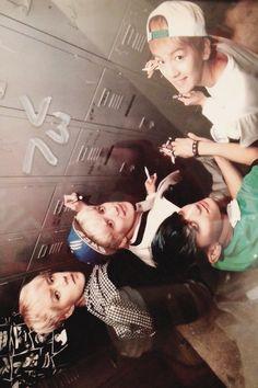 EXO <3 keke I wonder what are they writing on the lockers??............ I wish it was my locker! kekeke~
