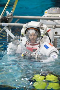 Space in Images - 2015 - 01 - Thomas Pesquet during training for INC-49/INC-50 ISS EVA Maintenance run