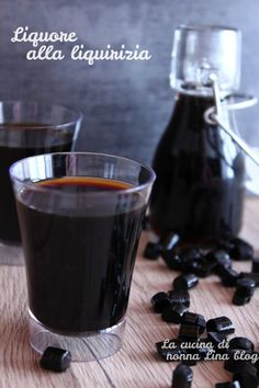 Liquore alla liquirizia | La cucina di nonna Lina Alcoholic Drinks, Cocktails, Drip Coffee Maker, Red Wine, Food And Drink, Pudding, Tableware, Sweet, Desserts