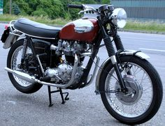 Got an Bonneville 750 from 1976 in the garage.  It needs some good TLC to look like this bad daddy.  Hope we get her there.