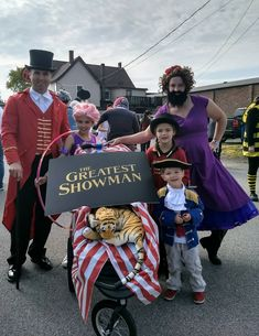 Halloween with Kids Circus Party Costume, Adult Circus Party, Circus Family Costume, Ringmaster Costume, Cute Group Halloween Costumes, Cute Costumes, Family Halloween Costumes, Halloween 2020, Halloween Kids