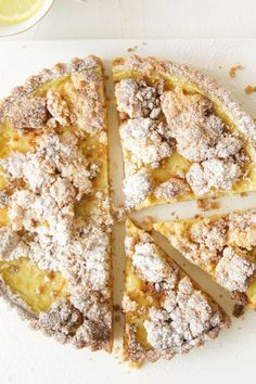 Crumble When a lemon tart and crumble combine.When a lemon tart and crumble combine. Lemon Desserts, Lemon Recipes, Easy Desserts, Baking Recipes, Sweet Recipes, Delicious Desserts, Cake Recipes, Dessert Recipes, Yummy Food
