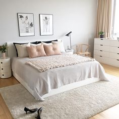 Scandinavian style is one of the most popular styles of interior design. Although it will work in any room, especially well in the bedroom. We advise how to decorate a bedroom in a Scandinavian style. Bedroom in Scandinavian Style is… Continue Reading → Scandinavian Interior Design, Home Interior Design, Scandinavian Living, Scandinavian Style Bedroom, Scandinavian Apartment, Scandi Style, Diy Interior, Modern Interior, Interior Decorating