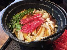 일본의 대표적인 소고기 전골 요리인 '스키야키'를 아시나요? 최순실 씨가 청와대에서 즐겨먹은 음식으로 유명세를 타기도 했죠...ㅠ.ㅠ   몇 년 전에 처음 먹어보고 샤브샤브와는 또 다른 매력에 빠졌었는데  주변에 스키야�