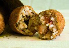 [Supplì ai frutti di mare] ingredienti per 4 persone: 500 g di cozze500 g vongole600 g di  polipetti, calamaretti e seppiolineprezzemolo1 spicchio d'aglio2  cucchiai di polpa di pomodoro200 g di risobrodo di pesce q.b.