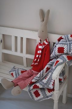 .....I want to make one just like him.....love the throw and bench...