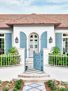 Stucco beach house exterior with blue shutters in Palm Beach on Thou Swell #hometour #palmbeach #exterior #coastaldecor