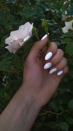 Cute nails and a rose – Care – Skin care , beauty ideas and skin care tips Summer Acrylic Nails, Cute Acrylic Nails, Glitter Nails, Perfect Nails, Gorgeous Nails, Pretty Nails, Nail Manicure, Gel Nails, Nagel Hacks