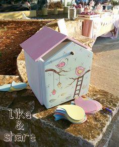♡♡ Πρωτότυπο κουτί ευχών κουκλόσπιτο ζωγραφισμένο στο χέρι με θέμα πουλάκια για να κρατήσει μέσα τις πιο χαρούμενες ευχές!! Φέτος η μόδα θέλει floral και στα βαπτιστικά με χαρούμενα χρώματα σε βεραμάν και ρόζ αποχρώσεις! →Σε οποιοδήποτε σχέδιο και χρώμα! →Τιμή: 54€  #κουτίευχών #κουκλόσπιτο #happy #smile #διακόσμηση #artista Toy Chest, Storage Chest, Toys, Furniture, Home Decor, Artists, Activity Toys, Decoration Home, Room Decor