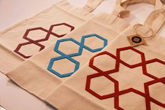 Keçe altı köşeli yıldız işlemeli bez çanta... #keçe #tasarım #design #islamicdesign #bag #zevrak #zevrakdesign
