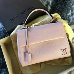 Fashion Designers Louis Vuitton Outlet, Let The Fashion Dream With LV Handbags At A Discount! New Ideas For This Summer Inspire You, Time To Shop For Gifts, Louis Vuitton Bag Is Always The Best Choice, Get The Style You Love From Here. Luxury Handbags, Louis Vuitton Handbags, Fashion Handbags, Purses And Handbags, Fashion Bags, Tote Handbags, Ladies Handbags, Cheap Handbags, Fashion Fashion