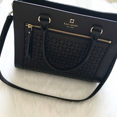 "HPKate Spade Handbag Comes with shoulder strap.                               •No trades•  If you would like to make an offer click on the OFFER link below and I may consider.           Please don't ask , ""what's your lowest?"", that's what the price is for on each listing.                                                              Thank you kate spade Bags"