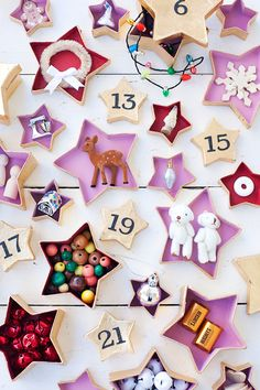 DIY Star garland advent calendar (via A Beautiful Mess). Easy Christmas Crafts, Pink Christmas, Christmas Countdown, All Things Christmas, Handmade Christmas, Christmas Holidays, Christmas Decorations, Holiday Decor, Xmas