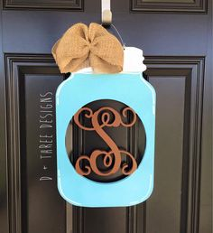 67 Ideas Burlap Door Hangers Mason Jar Garden Flags For 2019 Country Wreaths, Country Decor, Rustic Doors, Wooden Doors, Mason Jar Flowers, Mason Jars, Monogram Painting, Painted Monogram, Mason Jar Garden