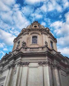 Chiesa del Santissimo Nome di Maria al Foro Traiano. Architettura barocca a Roma XVIII secolo Foro di Traiano . #culturalheritage #ancient #ancientart #architecture #church #chiesa #art #beniculturali30 #loves_architectures #monumentoapp #clouds #bluesky #romanarchitecture #super_architecture_channel #dettaglidiroma #gotourismrome #ig_roma #igersroma #ilmegliodiroma #inrhome #lazio_super_pics #likes_lazio #likes_roma #unlimitedrome #vivoroma #volgolazio #volgoroma #yallerslazio