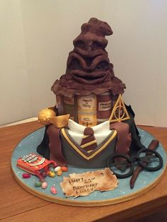 25 Harry Potter Themed Cakes For Birthday Celebrations - Gag Loop Harry Potter Torte, Harry Potter Desserts, Harry Potter Birthday Cake, Harry Potter Bday, Harry Potter Baby Shower, Harry Potter Food, Harry Potter Wedding, Harry Potter Clothing, Hogwarts Torte