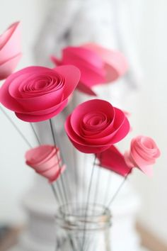 How To Make Paper Flowers: Spray Roses Wie man Papierblumen macht: Spray Roses - Apartment Therapy Tutorials Paper Flowers Roses, How To Make Paper Flowers, Diy Flowers, Folded Paper Flowers, Flowers Garden, Fabric Flowers, Diy Paper, Paper Crafts, Diy Crafts