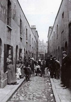 [The alleyway behind Eva's kitchen] Bethnal Green working class housing Victorian Street, Victorian Life, Victorian London, Vintage London, Old London, Victorian Photos, Antique Photos, Bethnal Green, London History