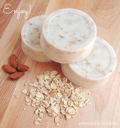 DIY: sweet almond honey oatmeal goat's milk | http://homedesignphotoscollection.blogspot.com