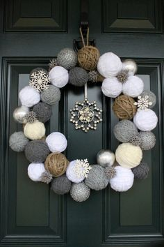 DIY Ideas to Have a Winter Wreath DIY Winter Wreath it's not just for Christmas, This can be for January too. These are snow ballsDIY Winter Wreath it's not just for Christmas, This can be for January too. These are snow balls Beautiful Christmas, Simple Christmas, Christmas Diy, Christmas Wreaths, Christmas Ornaments, Winter Wreaths, Snowflake Ornaments, Modern Christmas, Beautiful Family
