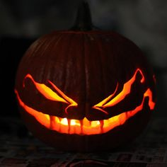▷ ideas for pumpkin carving with step by step instructions - Kürbis schnitzen & Dekoration - Halloween Halloween Pumpkin Carving Stencils, Scary Pumpkin Carving, Halloween Pumpkin Designs, Scary Halloween Pumpkins, Pumpkin Carving Templates, Spooky Pumpkin, Pumpkin Art, Baby In Pumpkin, Pumpkin Faces
