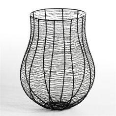 Corbeille métal Nanami AM.PM : Corbeille à papier, en fil métallique. Ø33 x H.43,5 cm. Fabrication artisanale.