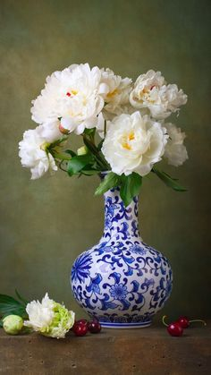 Still life with white peonies in a chinese vase photo Diy Flowers, Flower Vases, Still Life Pictures, Islamic Paintings, Vase Arrangements, Peonies Garden, Still Life Art, Flower Of Life, Beautiful Flowers