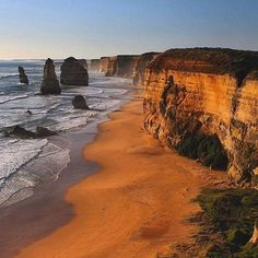 Hotels-live.com/cartes-virtuelles #MGWV #F4F #RT The 12 Apostles along the Great Ocean Road in Australia. One collapsed into the ocean in 2005 due to erosion. Photo by @rayofmelbourne #GlobeJetSetter by globejetsetter https://instagram.com/p/9wXW8aSjzE/